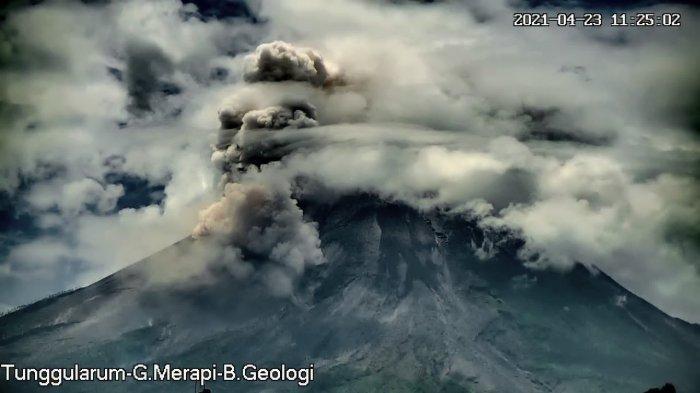 Gunung Merapi Luncurkan Awan Panas 2 Km, Aktivitas Warga di Lereng Merapi Klaten Masih Normal