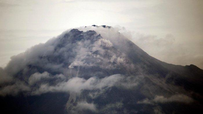 Gunung Merapi Muntahkan Awan Panas Hingga 3 km, BPBD : Masyarakat Tak Perlu Panik