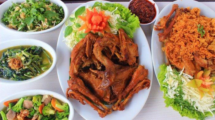 KULINER LEGENDARIS YOGYA : Ayam Goreng Bacem Ala Bu Tini, Bumbunya Meresap Sampai Ketulang