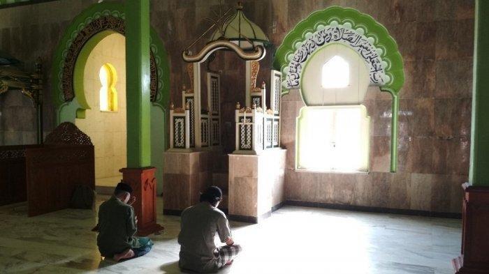 Doa Masuk Masjid -Allahummaf tahlii abwaaba rohmatika, Plus 5 Adab di Dalam Masjid