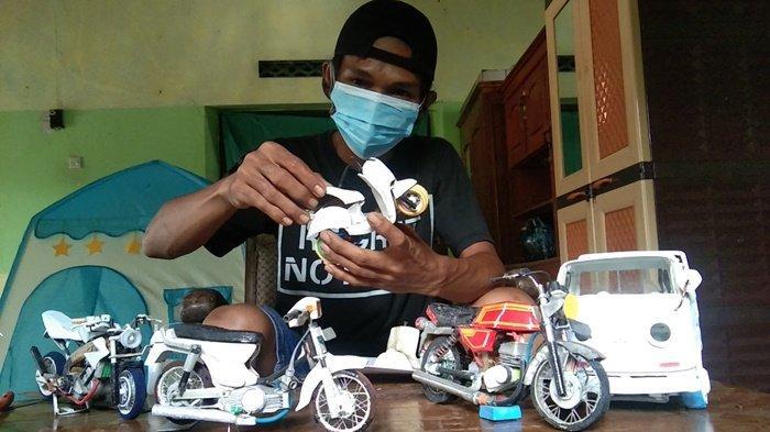Keren! Berbekal Paralon Bekas, Buruh Pabrik di Klaten Ini Sukses Bikin Miniatur Sepeda Motor