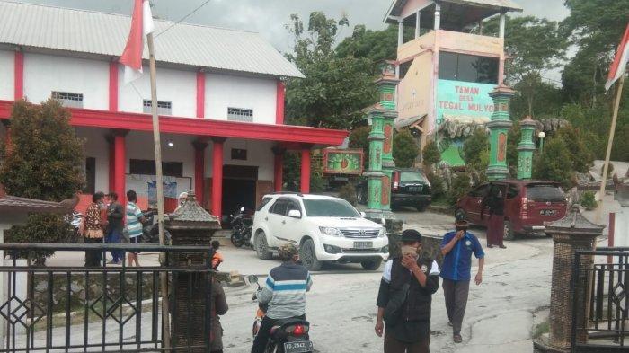 ERUPSI Gunung Merapi: Terpantau Tebal, Hujan Abu Vulkanik Guyur Desa Tegalmulyo Klaten