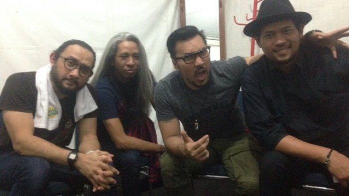 Pengalaman Unik Grup Band Naif, Dari Kerusuhan '98 Hingga Diterjang Angin Puting Beliung saat Konser