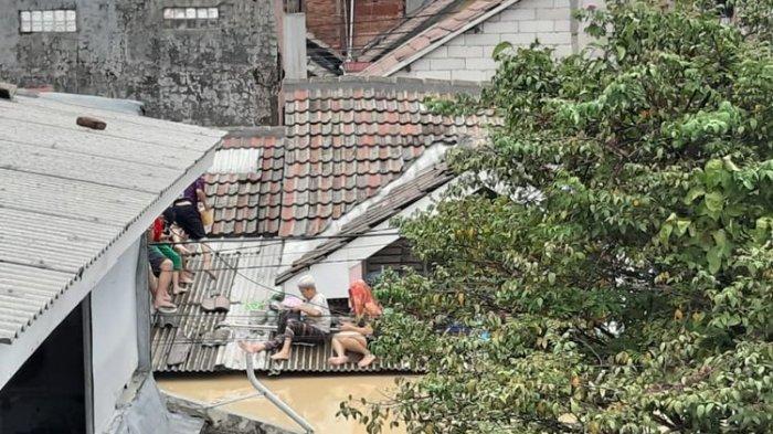 Kisah Korban Banjir : Terjebak Belasan Jam dalam Gelap Hingga Hadapi Ancaman Ular
