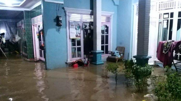 Penampakan air menggenangi pemukiman warga di Desa Talang, Kecamatan Bayat, Kabupaten Klaten, Kamis (4/2/2021) malam.