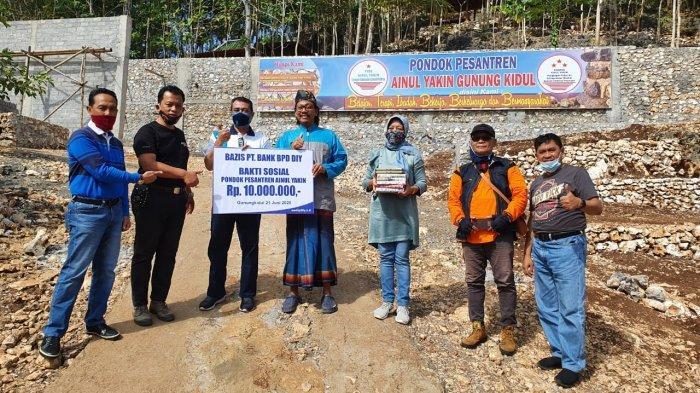 Bank BPD DIY Serahkan Bantuan ke Ponpes Ainul Yakin Gunungkidul