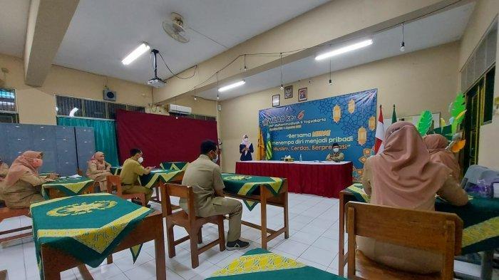 Bank BPD DIY Syariah Gelar Literasi dan Inklusi Keuangan di SMP Muhammadiyah 4 Yogyakarta