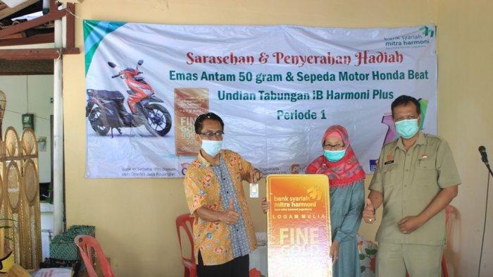 Bank Syariah Mitra Harmoni Yogyakarta Serahkan Hadiah 50 Gram Emas untuk Warga Danurejan Yogyakarta