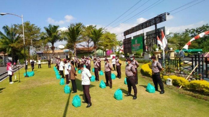Tim Pemulasaraan dan Sekuriti RSUD di Klaten Terima Bantuan Sembako, Bupati Sri Mulyani Ingatkan Ini