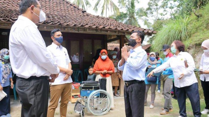 Sinergi Biro Tata Pemerintahan Setda DIY Bersama Pemkab Kulon Progo Untuk Merawat Pak Sujalman