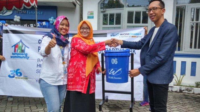 WOM Finance Berikan Bantuan Tong Sampah ke Sekolah untuk Lomba Menjadi Sekolah Adiwiyata