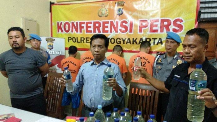 Tangkap Penjual Miras, Polresta Yogyakarta Sita 32 Botol Ciu