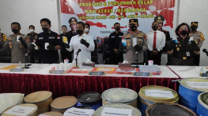 Bareskrim Polri menggelar konferensi pers, ungkap kasus pabrik obat keras ilegal di Kasihan, Bantul