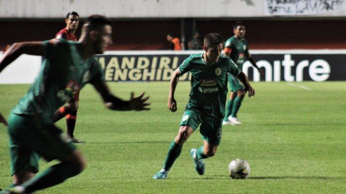 Pemain asing PSS Sleman, Guilherme Felipe de Castro 'Batata' saat tampil menghadapi Borneo FC di Stadion Maguwoharjo, Sleman, Rabu (20/11/2019) lalu.