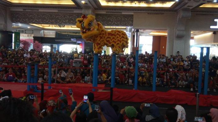 Barongsai Tonggak dan Liong Teratai Hipnotis Pengunjung JCM