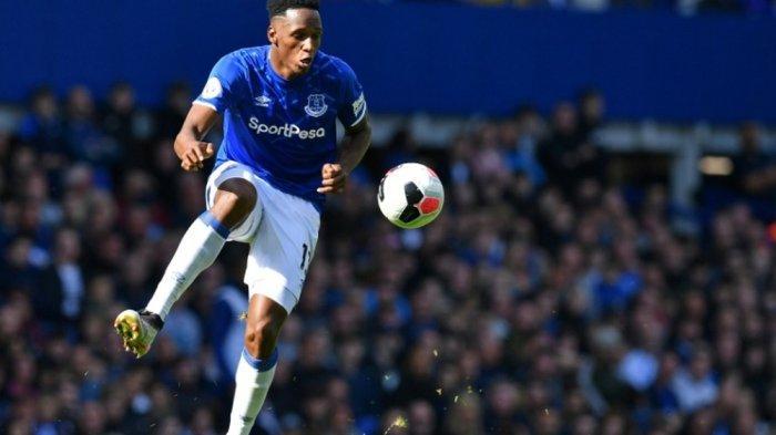 Bek tengah Everton Yerry Mina dikaitkan dengan Inter Milan