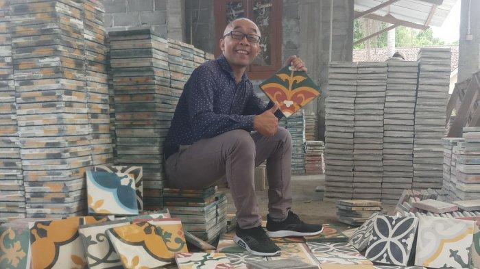 Berbisnis Tegel Sekaligus PerkenalkanBudaya Indonesia pada Generasi Muda