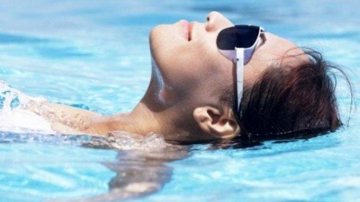 Apa Arti Mimpi Berenang? Pertanda Ada Badai Emosional di Dalam Diri