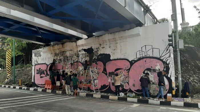 Mahasiswa Jogja Suarakan Kritik Terkait Penanganan Sampah di TPST Piyungan Melalui Aksi Mural Art