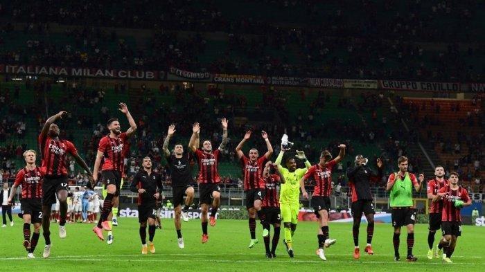 Para pemain AC Milan merayakan akhir pertandingan sepak bola Liga Italia Serie A antara AC Milan vs Cagliari di stadion San Siro di Milan, pada 29 Agustus 2021.