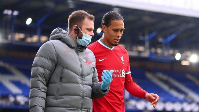 Liverpool dipaksa melakukan pergantian awal setelah Virgil van Dijk keluar lapangan karena cedera dan digantikan oleh Joe Gomez