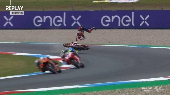 Marc Marquez mengalami insiden terjatuh dan terpental di FP2 MotoGP Belanda 2021
