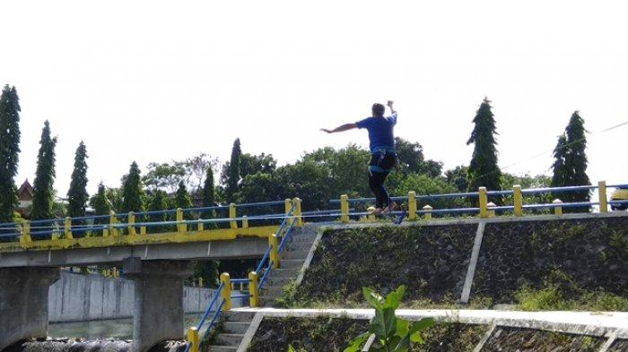 Highline, Olahraga Ektrim Meniti Tali nan Menantang