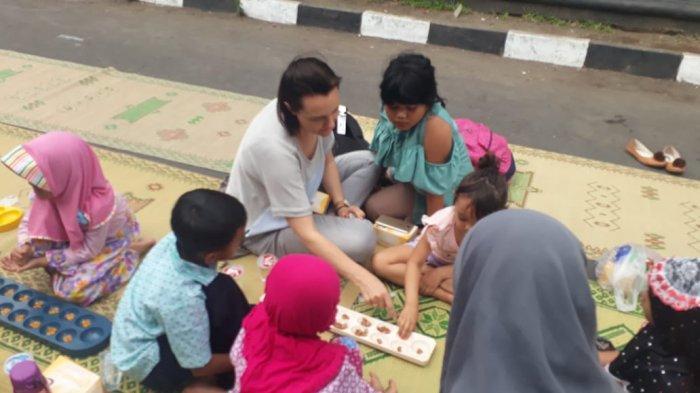 Dakon, Permainan Tradisional yang Syarat Manfaat dan Filosofi, Latih Kesabaran dan Ketekunan Anak