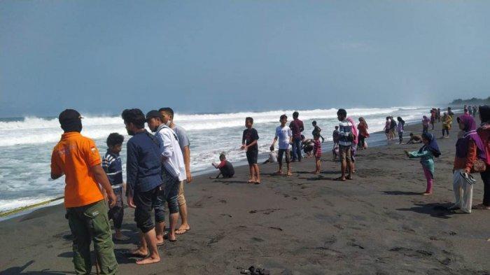 Berpotensi Terjadi Gelombang Tinggi di Kulon Progo, Petugas SAR Imbau Wisatawan Tetap Waspada