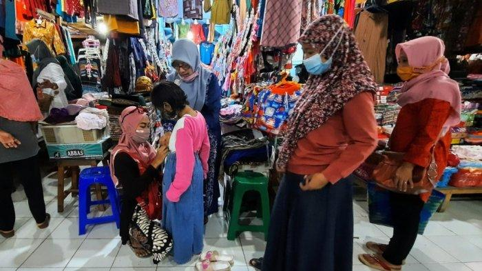 Bersyukur Perekonomian Makin Menggeliat, Pedagang di Gunungkidul Tetap Jalankan Prokes Ketat