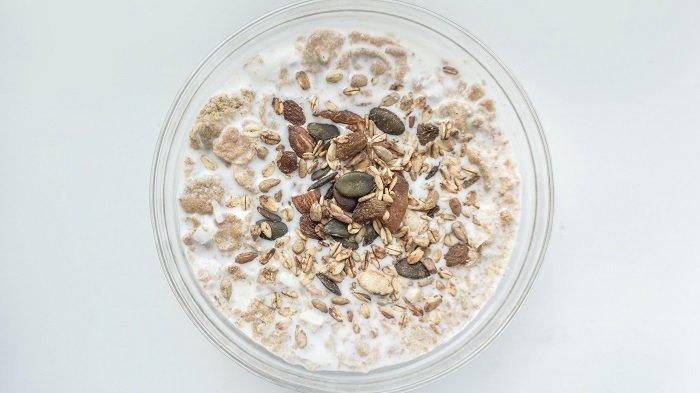 RESEP Menu Sahur Sehat: Overnight Oatmeal Stroberi