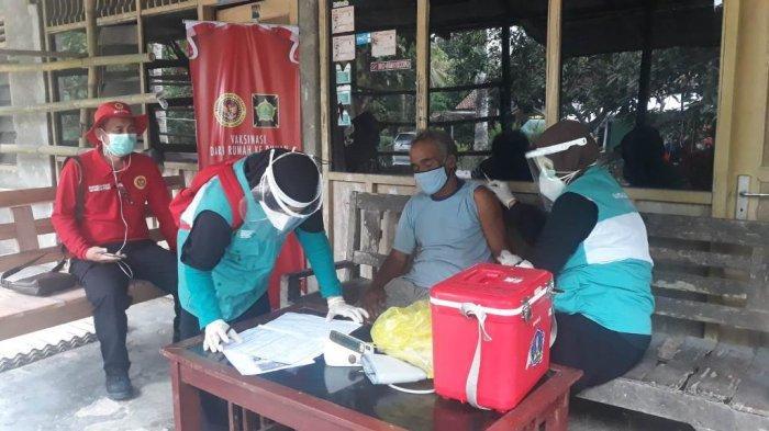 BIN Gelar Vaksinasi bagi Lansia di Kulon Progo Secara Door to Door