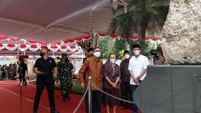 Mantan Wakil Presiden RI Boediono Hadiri Pemakaman Mertua SBY di Makam Sarwo Edhi Wibowo Purworejo