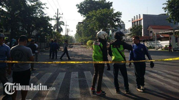 Bom Meledak di Kawasan GerejaSanta Maria Tak Bercela Jalan Ngagel Jaya, Polisi Sterilkan TKP