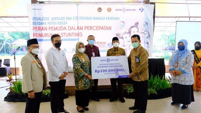 Dukung Pencegahan Stunting, Bank BPD DIY Serahkan Bantuan Melalui BKKBN DIY