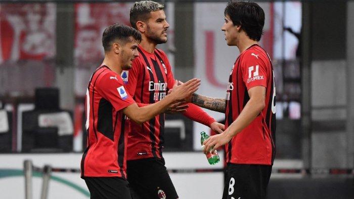 Brahim Diaz, Theo Hernandez dan Sandro Tonali di LIga Italia Serie A antara AC Milan vs Venezia pada 22 September 2021 di stadion San Siro di Milan.