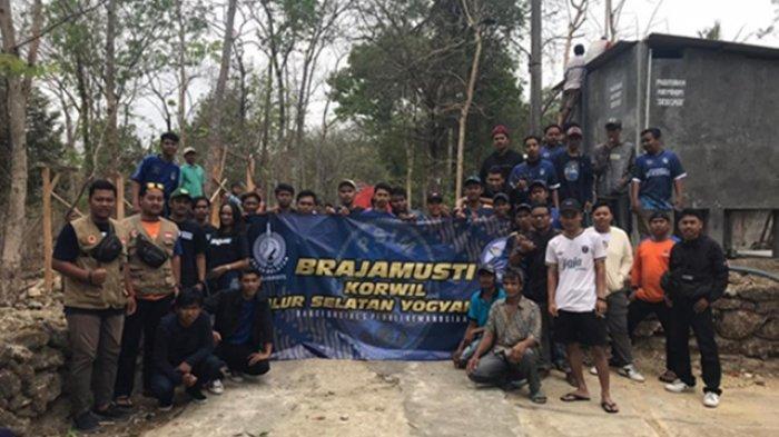 Suporter PSIM Jogja Dropping Air Bersih di Sedayu Bantul