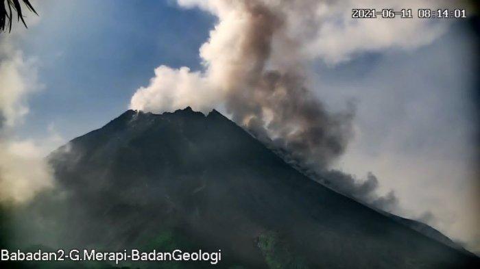 BREAKING NEWS : Gunung Merapi Muntahkan Awan Panas Sejauh 1,5 Km Pagi Ini