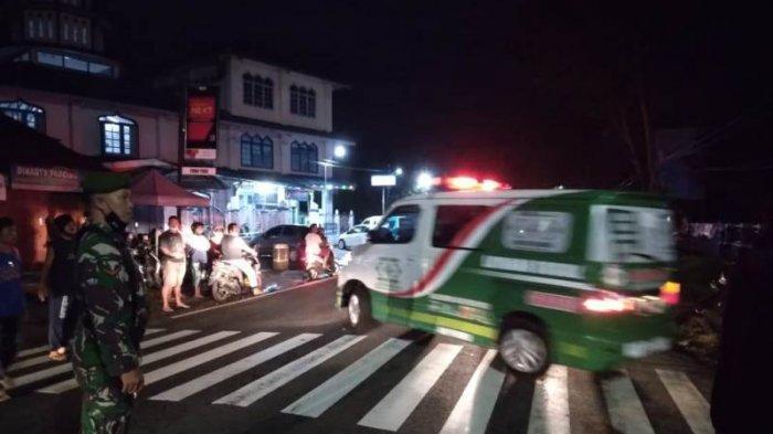 Mobil ambulans yang membawa korban laka maut di Jalan Magelang-Purworejo pada Kamis (25/2/2021) malam