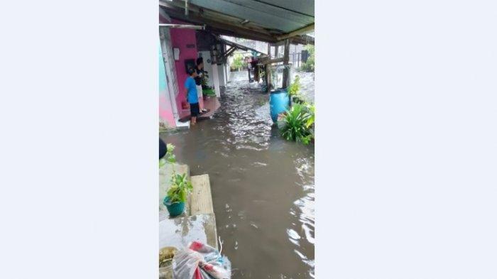 BREAKING NEWS: Sungai Buntung Blunyahrejo Meluap, Ketinggian Air Sebetis Orang Dewasa