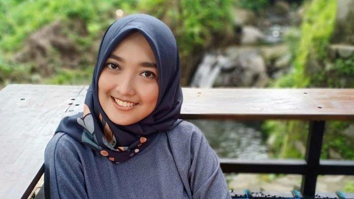 BUAH BIBIR - Disiplin Prokes, Tindra Larastika Selektif Pilih Objek Wisata Selama Pandemi
