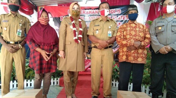 Bupati Klaten Pantau Penyaluran Bansos Tahap III di Kelurahan Gergunung