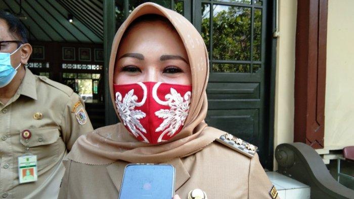 Bupati Klaten petahana, Sri Mulyani saat ditemui awak media di Gedung DPRD Klaten, Senin (7/9/2020).