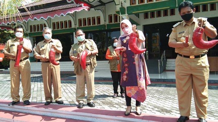 Peringati Hari Kesiapsiagaan Bencana Nasional, Bupati Klaten Sri Mulyani Pukul Kentongan Bersama