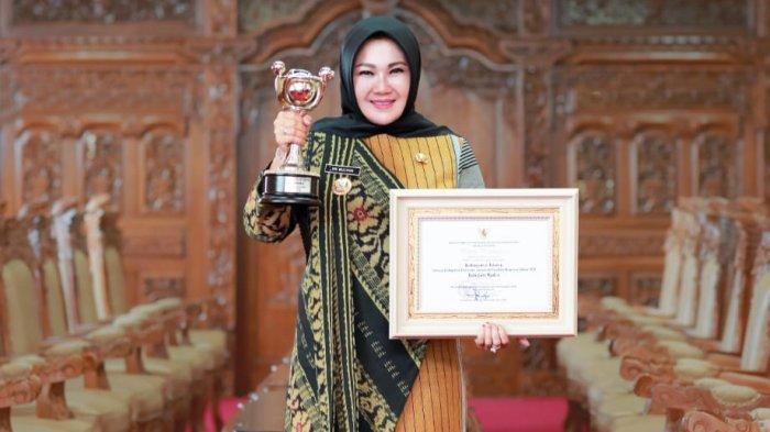 Bupati Klaten Sri Mulyani Meraih Penghargaan APE Tingkat Madya