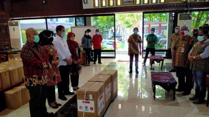 Pelaku Seni dan PKL di Klaten Terima Bantuan Sembako dari Pemkab