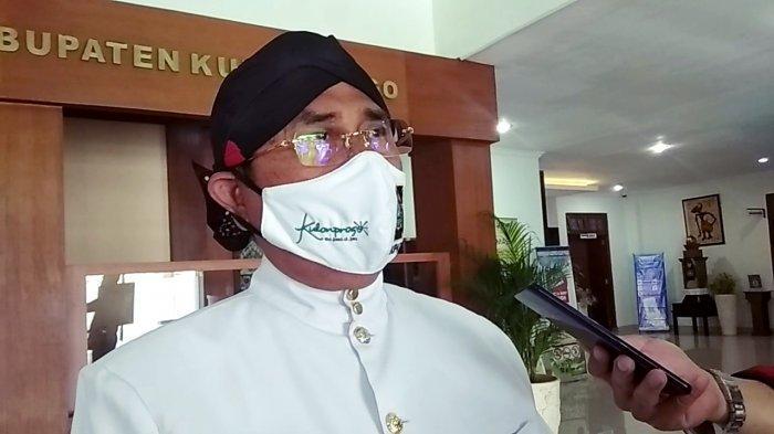 Bupati Kulon Progo, Sutedjo saat memberikan keterangan kepada awak media usai peringatan HUT ke-69 Kabupaten Kulon Progo pada Kamis (15/10/2020).