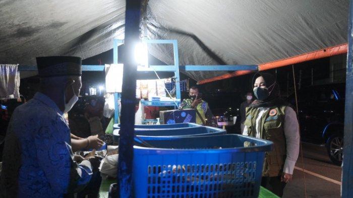 Bupati Sri Mulyani Pimpin Penegakkan PPKM Darurat, Dari Teguran Sampai Aksi Stikerisasi Jalanan