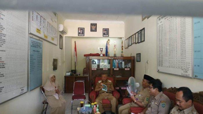 Bupati Suharsono Tinjau Pelaksanaan Hari Pertama UNBK Tingkat SD dan SMP