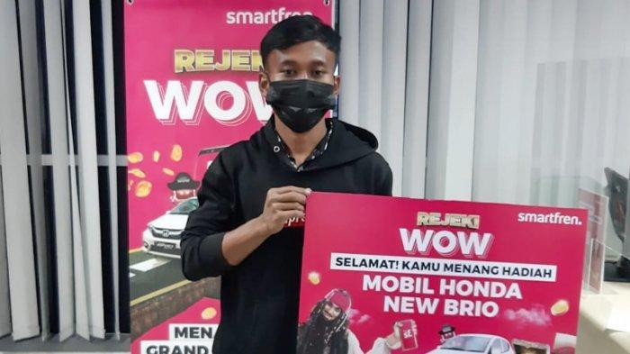 Buruh Harian Lepas Dapat Mobil dan Kurir Sembako Terima Hadiah Rp100 Juta dari Smartfren